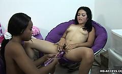 Latina bangs her ebony girlfriend with strapon